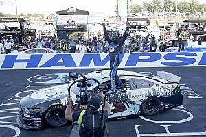 Harvick supera a Hamlin en un cerrado final y gana en New Hampshire