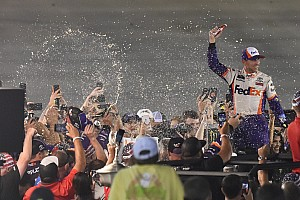 Denny Hamlin runs down Matt DiBenedetto for Bristol win