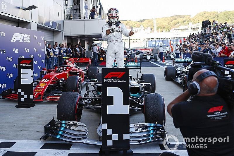 Хэмилтон выиграл Гран При России, сход Феттеля лишил победы Леклера