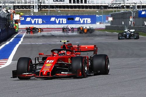 Wolff acusa Ferrari de 'estar no limite do regulamento', Binotto retruca