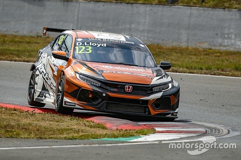 TCR Europe: Bäckman escluso e Panciatici penalizzato, a Lloyd il successo di Gara 1