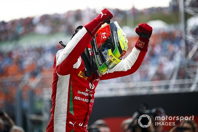 """Ex-chefe da Ferrari: Comemoração de Mick """"me lembrou a de Schumacher"""""""
