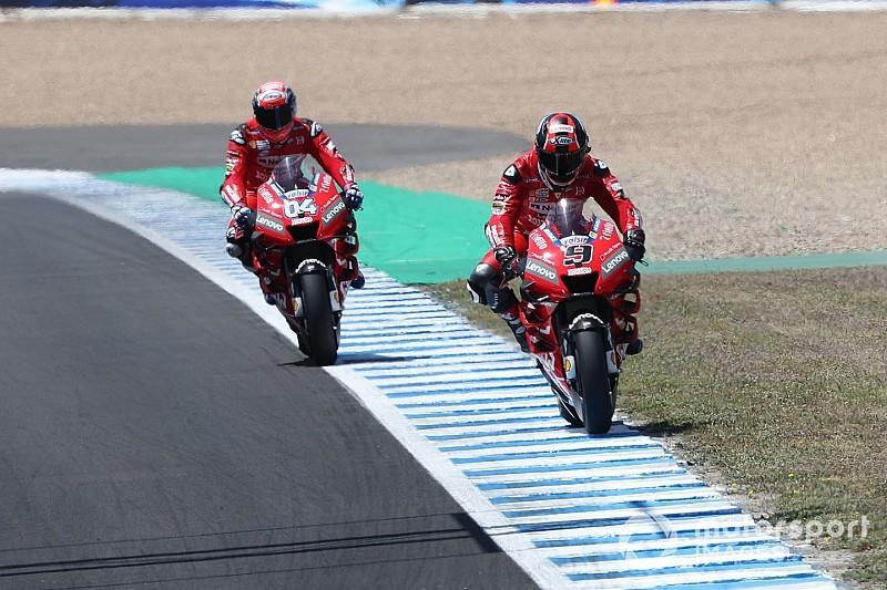 Nagyot megy a Ducati Jerezben, közel a privát és a gyári Honda