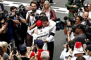 "Mercedes na foute bandenkeuze: ""Hamilton heeft ons gered"""
