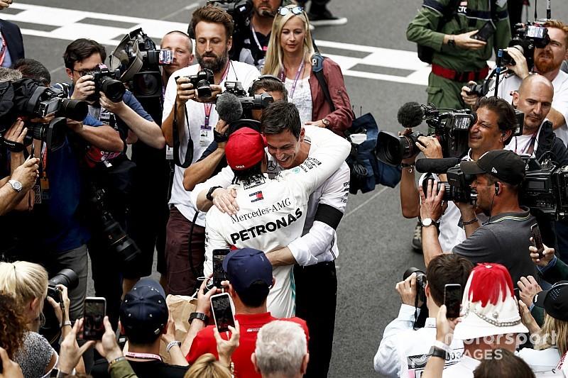Mercedes merasa diselamatkan Hamilton