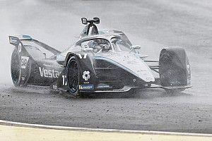 De Vries wint E-Prix van Valencia na bizar slot van de race