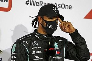 Hamilton diz que poderia ter feito volta melhor e que não comemorou título