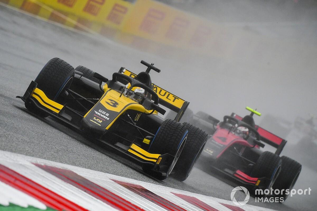 周冠宇为艰苦雨战后2020赛季首登领奖台感到高兴