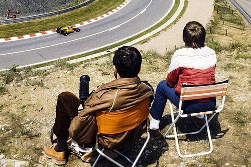 Болельщики нашли способ посмотреть гонку Формулы 1. Из леса на склоне горы