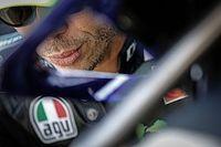 Vídeo: Rossi no se baja de la moto antes del primer triplete de 2020