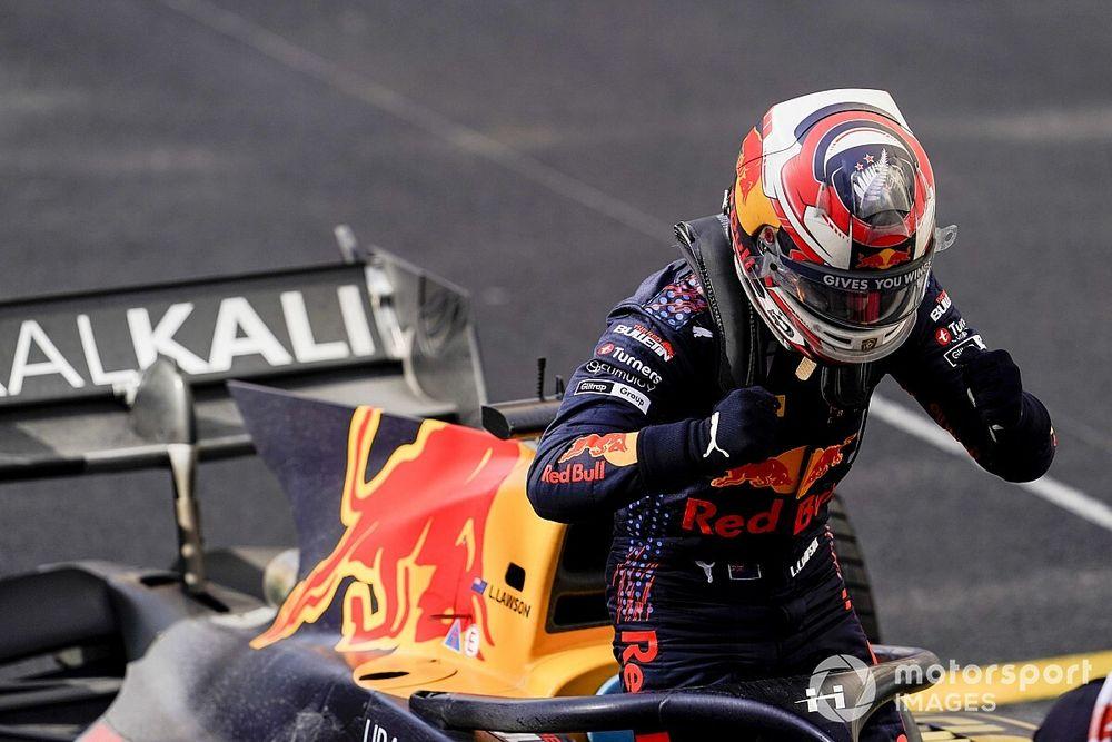 F2 Bakü: Lawson takım arkadaşı Vips'in önünde pole pozisyonuun kazandı