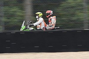 Vídeo: Márquez, peor posición de salida tras caerse en Assen
