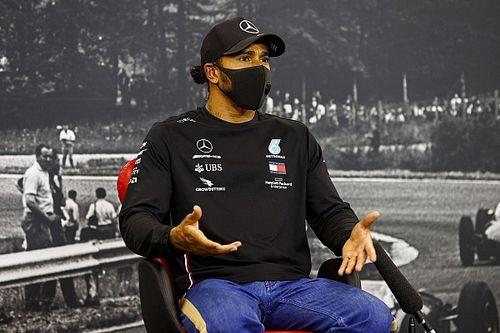 Hamilton a Forma-1 vezetőit okolja az unalmas versenyekért