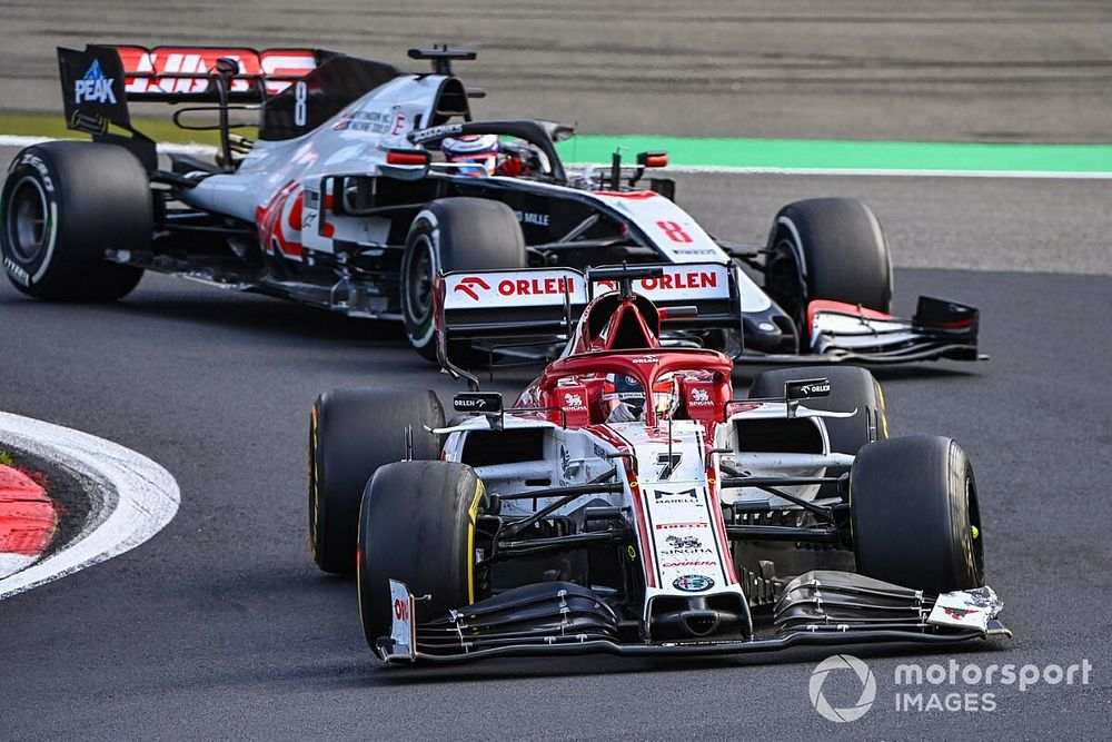 Após pontuar, Grosjean revela que 'tomou pedrada' de Raikkonen