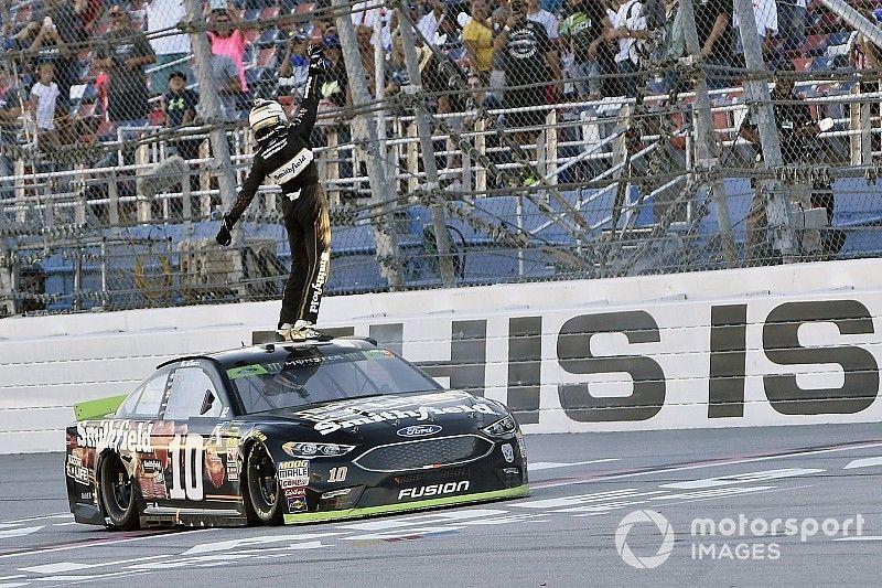 Almirola trionfa a Talladega e si assicura un posto nel prossimo turno di Playoff NASCAR Cup
