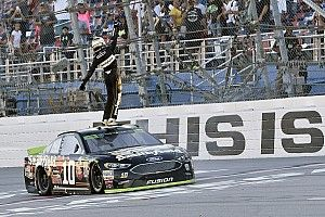 Almirola ends winless streak with dramatic Talladega win