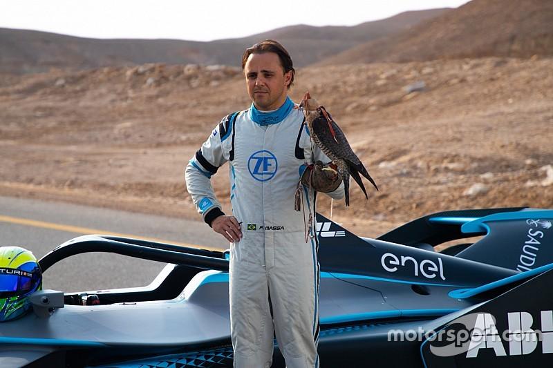 """VIDEO: Felipe Massa protagoniza """"competencia"""" contra un halcón"""