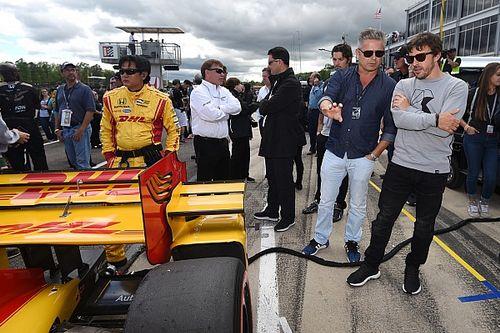 La preparación física no será un problema para Alonso en las 500 millas