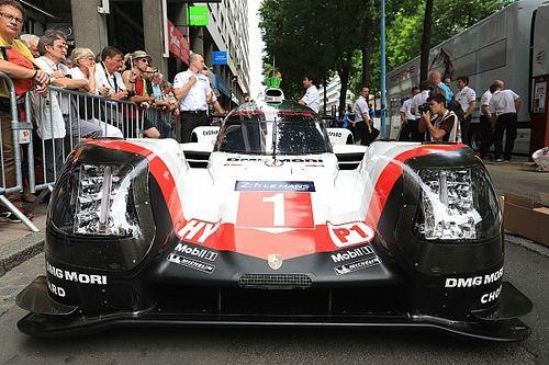 A Porsche a Toyota előtt a Le Mans-i edzésen