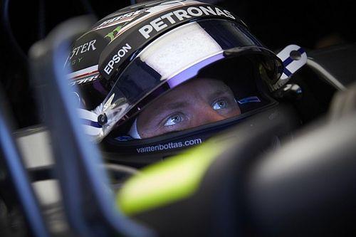 "Batido por Hamilton no fim, Bottas lamenta: ""Decepcionante"""