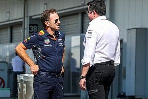 McLaren встала на сторону Red Bull в критике трех моторов на сезон