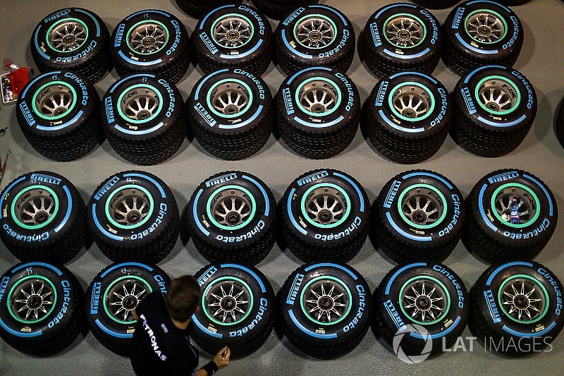 Mercedes и Ferrari выбрали разные шины для этапа в Малайзии