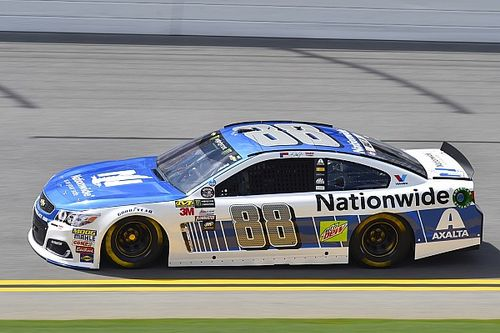 Dale Earnhardt Jr. takes pole position for Daytona Cup race