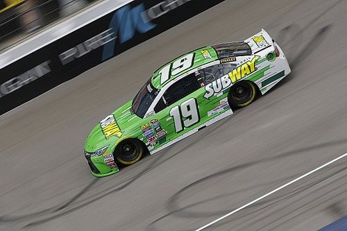 Carl Edwards tops second Michigan practice