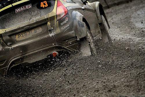 Turán Frigyes és Zsiros Gábor nehéz nap után a célban a Wales Rallye-n