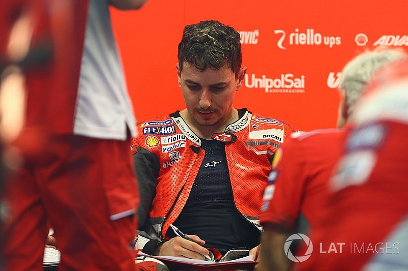 Дорогой чемпион. Почему Лоренсо рискует остаться без места в MotoGP