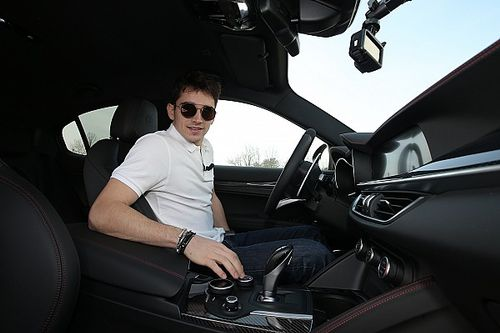 Leclerc: la video intervista mentre guida (quasi) al limite la Giulia!