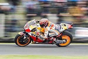 Marquez vince in Australia davanti a Rossi. Dovi 13°, ora è dura