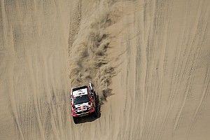 Solo Al Attiyah aguanta a los Peugeot en Pisco