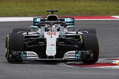 Hamilton opent als snelste in China, vijfde tijd Verstappen