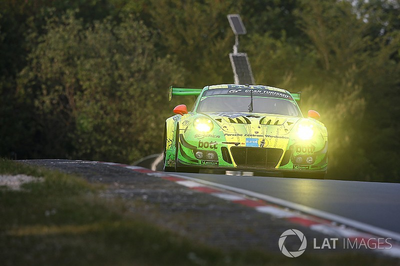Nurburgring 24h: Porsche leads Mercedes after 18 hours