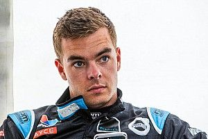 Sydney 500 Supercars: McLaughlin pips Courtney in FP1