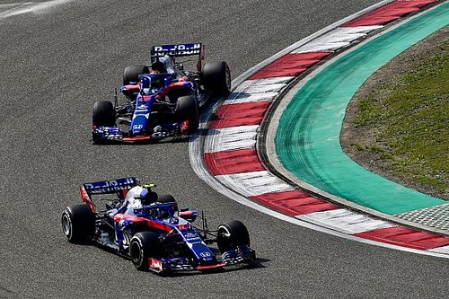Toro Rosso tast in duister rond vormpeil in China