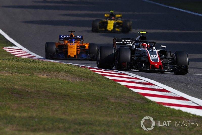 """Haas cree que Renault y McLaren están """"teniendo suerte"""""""