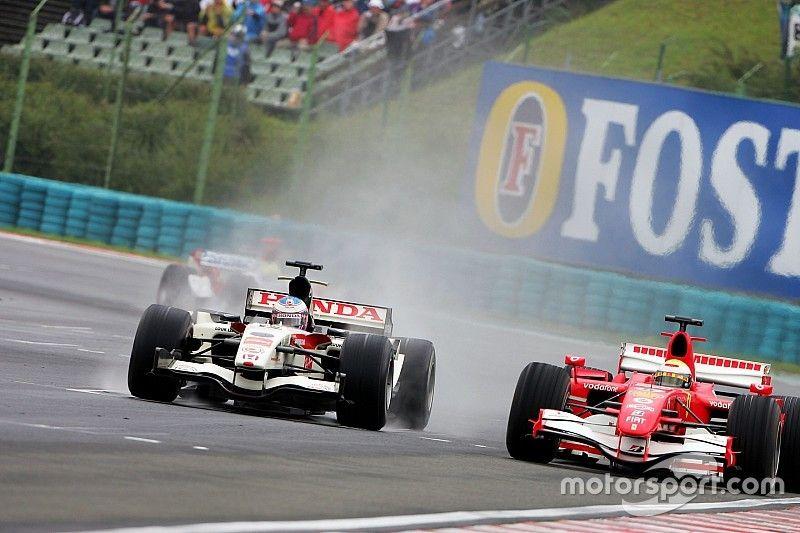 Ma 13 éve, hogy Button először F1-es futamot nyert, pont a Hungaroringen (videó)