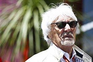 """Ecclestone: """"Schumacher kendi başına yarışıyordu, Hamilton destek alıyor"""""""
