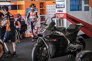 """Marquez rivela di aver provato """"qualcosa di importante"""" sulla moto nera nei test di Barcellona"""
