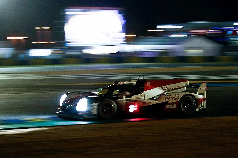 Le Mans, 12° ora: Buemi penalizzato di un minuto per essere transitato troppo veloce in una slow zone