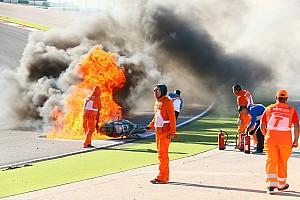 Видео: мотоцикл выбросил чемпиона Супербайка из седла и сгорел