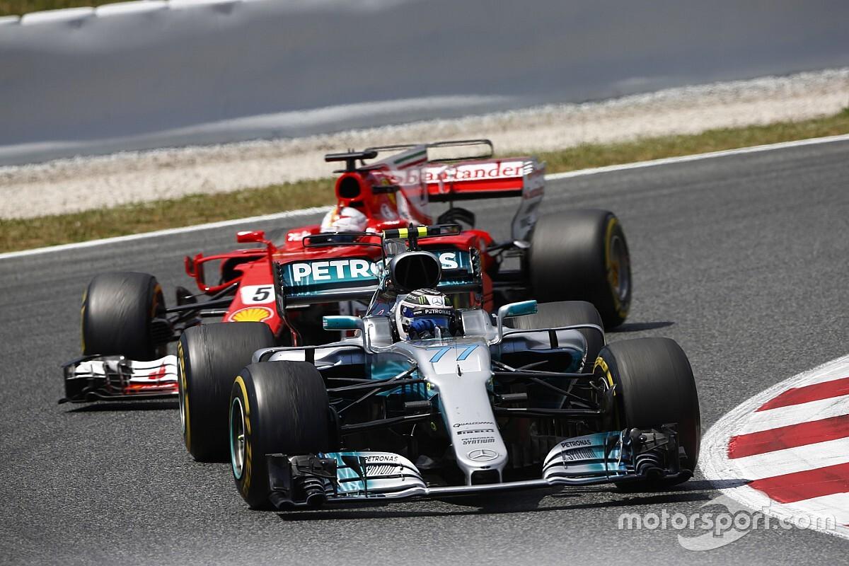 """Vettel """"cikázó"""" manővere Bottas ellen: a füvet csípve előzött a Ferrarival (videó)"""