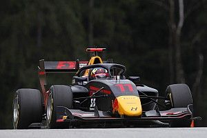 岩佐歩夢、F3オーストリア戦のレース1で19番手から追い上げ9番手フィニッシュも失格に。オレンジボール旗に従わず