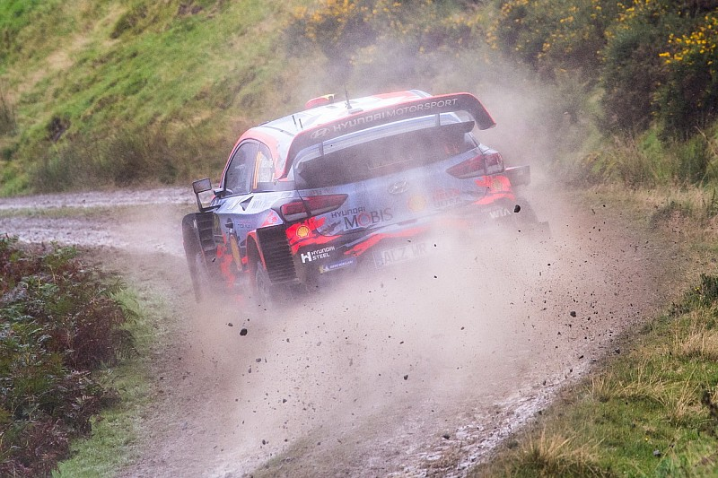 WRC, Rally Galles, PS16: Neuville continua a spingere forte