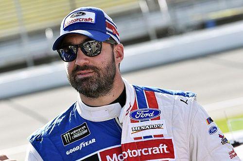 Menard lidera la práctica final en Indy y Suárez 27°