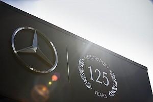 A Mercedes a koronavírus ellenére nyitva tartja a gyárait