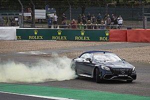 Hamilton riporta in pista Frank Williams: il video è da brividi!