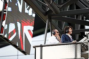 """Egy igazi F1-es start belsőkamerás felvételei: profi """"zúzda"""" Silverstone-ból (videó)"""